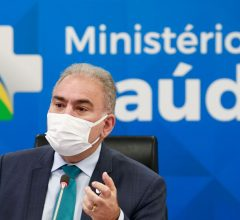 Ministro da Saúde testa negativo para covid-19